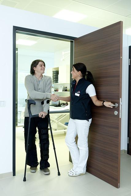 crutches-538883_640
